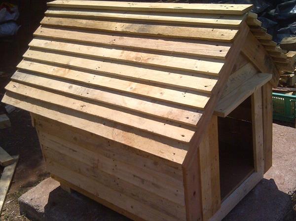 Comment construire une niche pour chien en palette le - Casa de palets para ninos ...